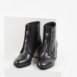 Кожени дамски боти в черен цвят-484018