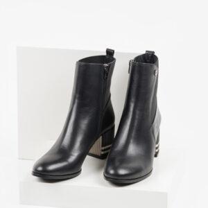 Кожени дамски боти в черен цвят-484012
