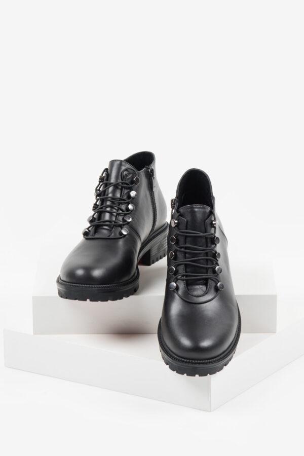 Кожени дамски боти в черен цвят-140725