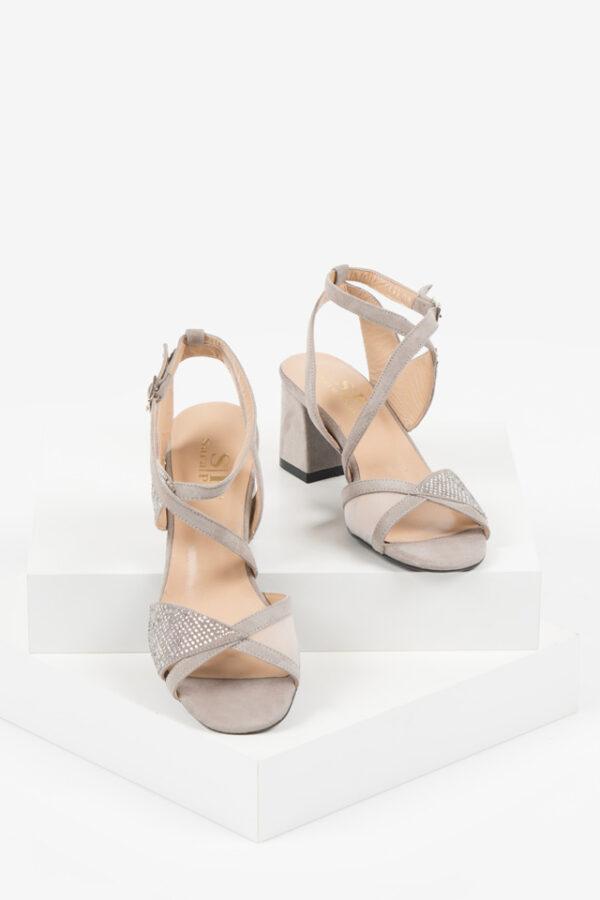 Велурени дамски сандали в бежов цвят-482356