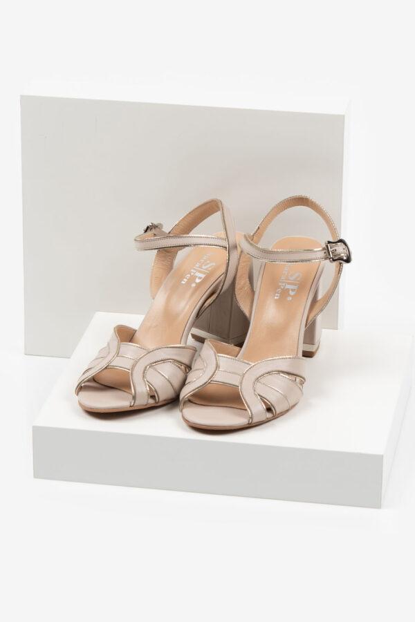 Кожени дамски сандали в бежов цвят-487622