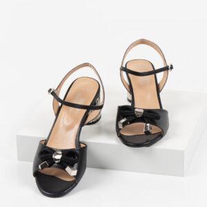 Кожени дамски сандали в черен цвят-481114