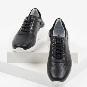 Мъжки обувки в черен цвят-0430147