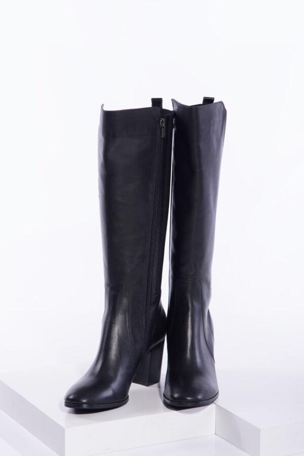 Елегантни ботуши в черен цвят-240629
