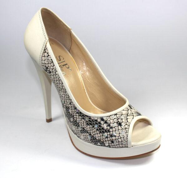 Змийски дамски обувки в бежово-590628